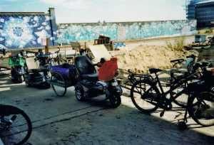 Der Landweg-Fuhrpark. Die Behindertenfahrzeuge hatten auch Anhänger!